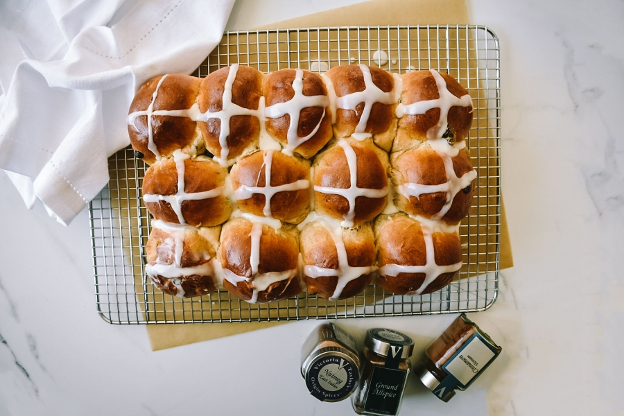 hot cross buns tender aromatic spices cinnamon victoria gourmet recipe
